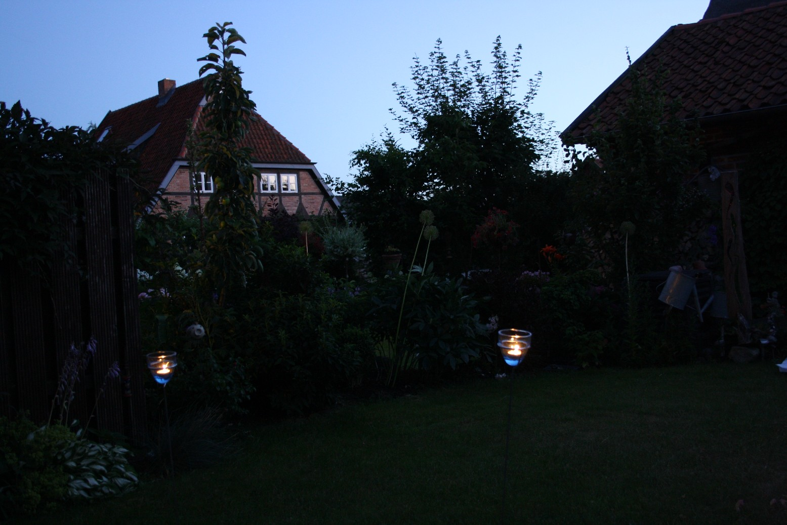 The first evening of our trip to the German Baltic coast we spent quietly in the garden of my parents' summer house.