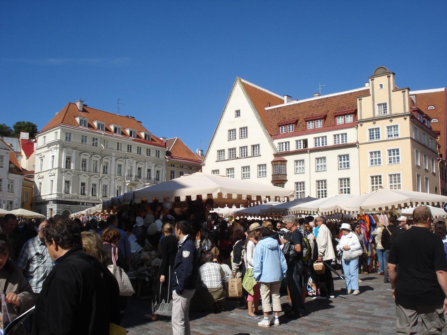 Markt in Tallinn - und Touristen sind überall.