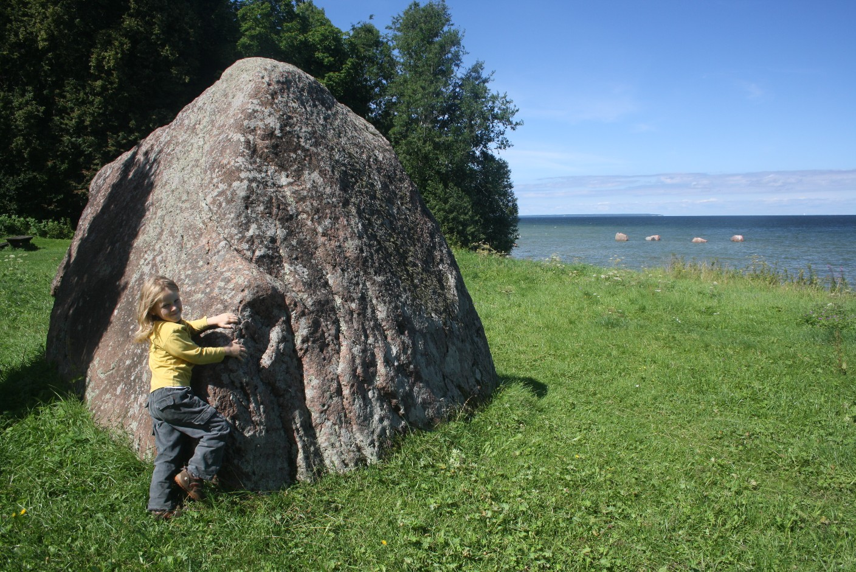 Rocca al mare - Felsen am Meer. Es gibt weniger hübsche Orte, um Freilichtmuseen zu bauen.