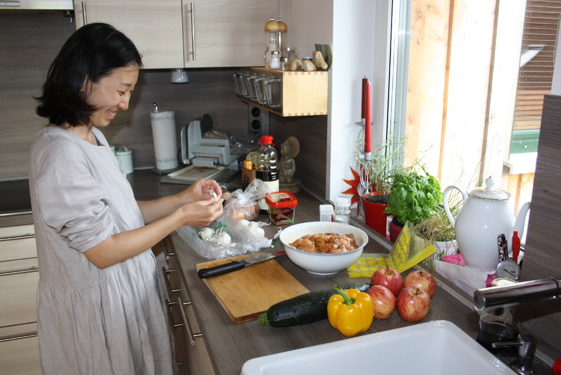Anna from Korea couchsurfed with us together with her family - and she prepared a delicious Korean stew for us.