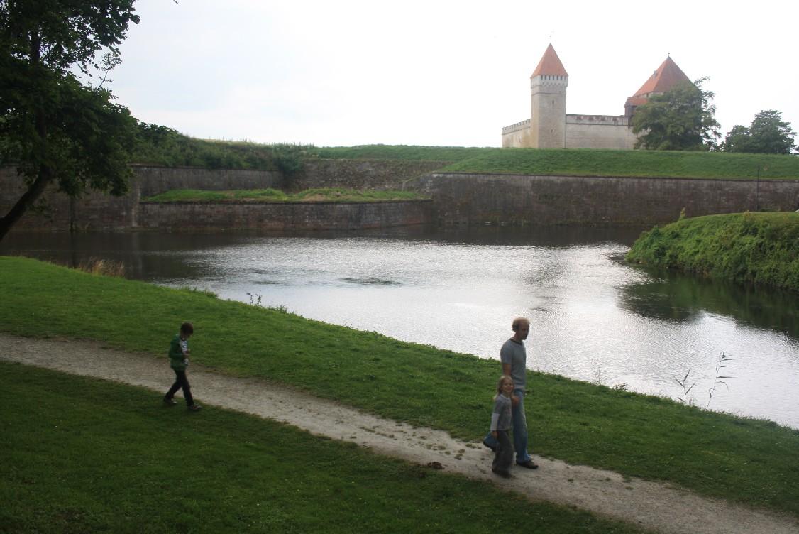 bischofsburg-kurressaare-estland-park