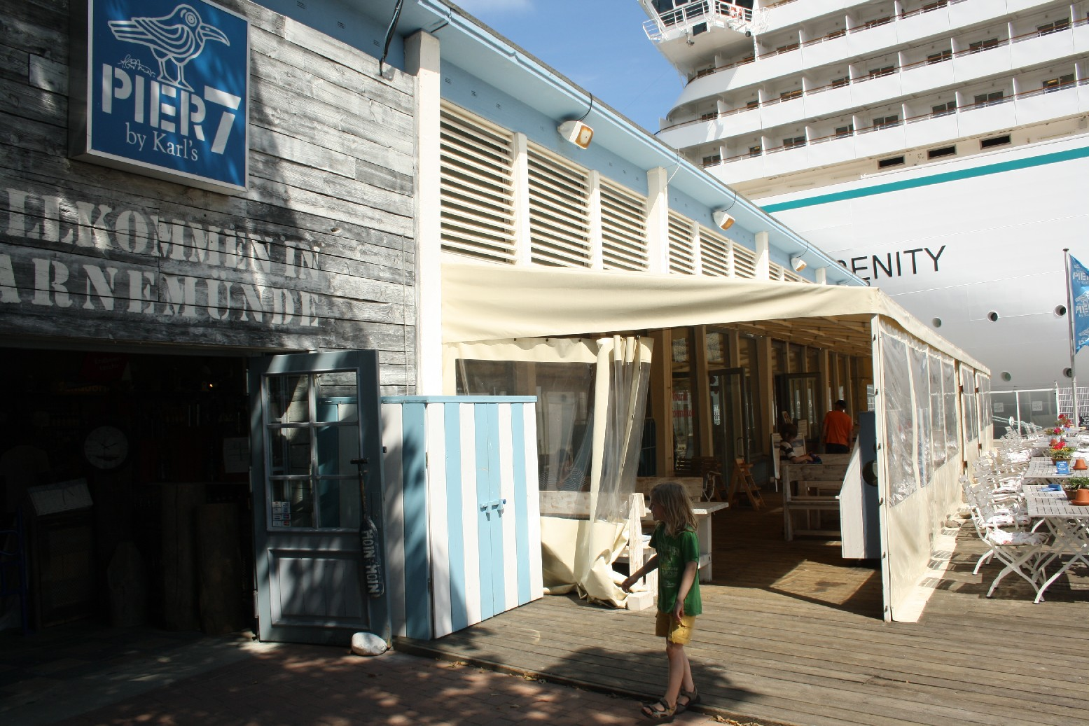 """Pier 7"" combines cruiser watching, a child-friendly café and of course souvenir shopping for all tastes."