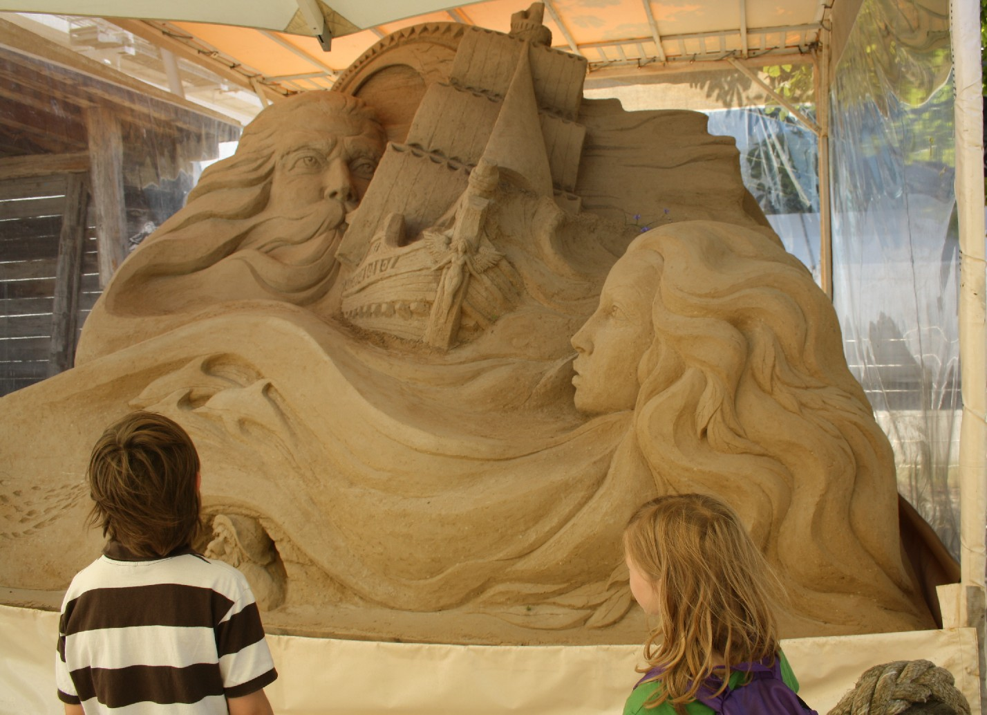 "Sculptures made from sand can be visited for free at ""Pier 7"" in Warnemünde."