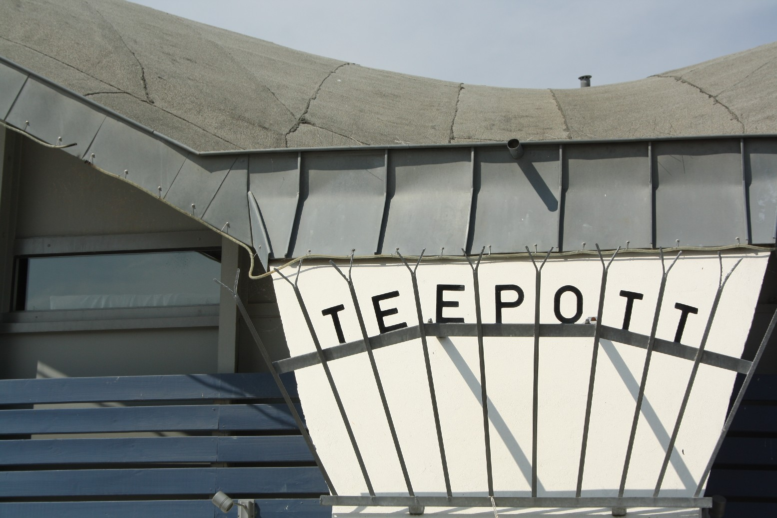 "The ""teapot"" is one of Warnemünde's landmarks. In close-up, the 70's building doesn't even look to bad."