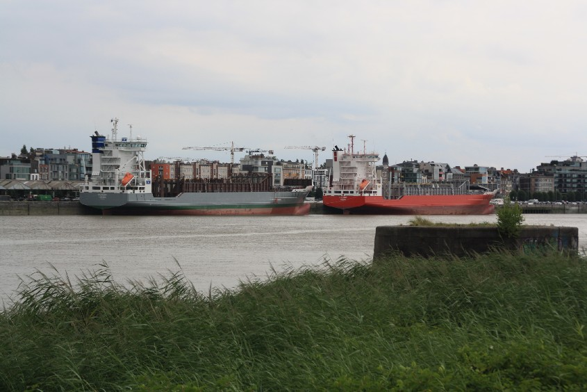 Large container ships going to the thrid largest harbour in the EU.