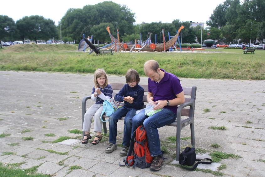 Picknick at the Schelde river, next to a nice pirate boat playground.