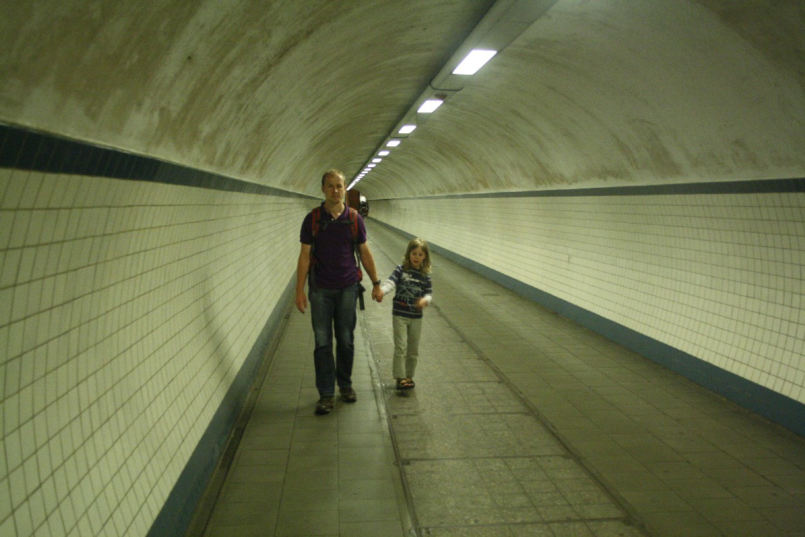 The tunnel is 572 m long and links the left river bank with the city centre.