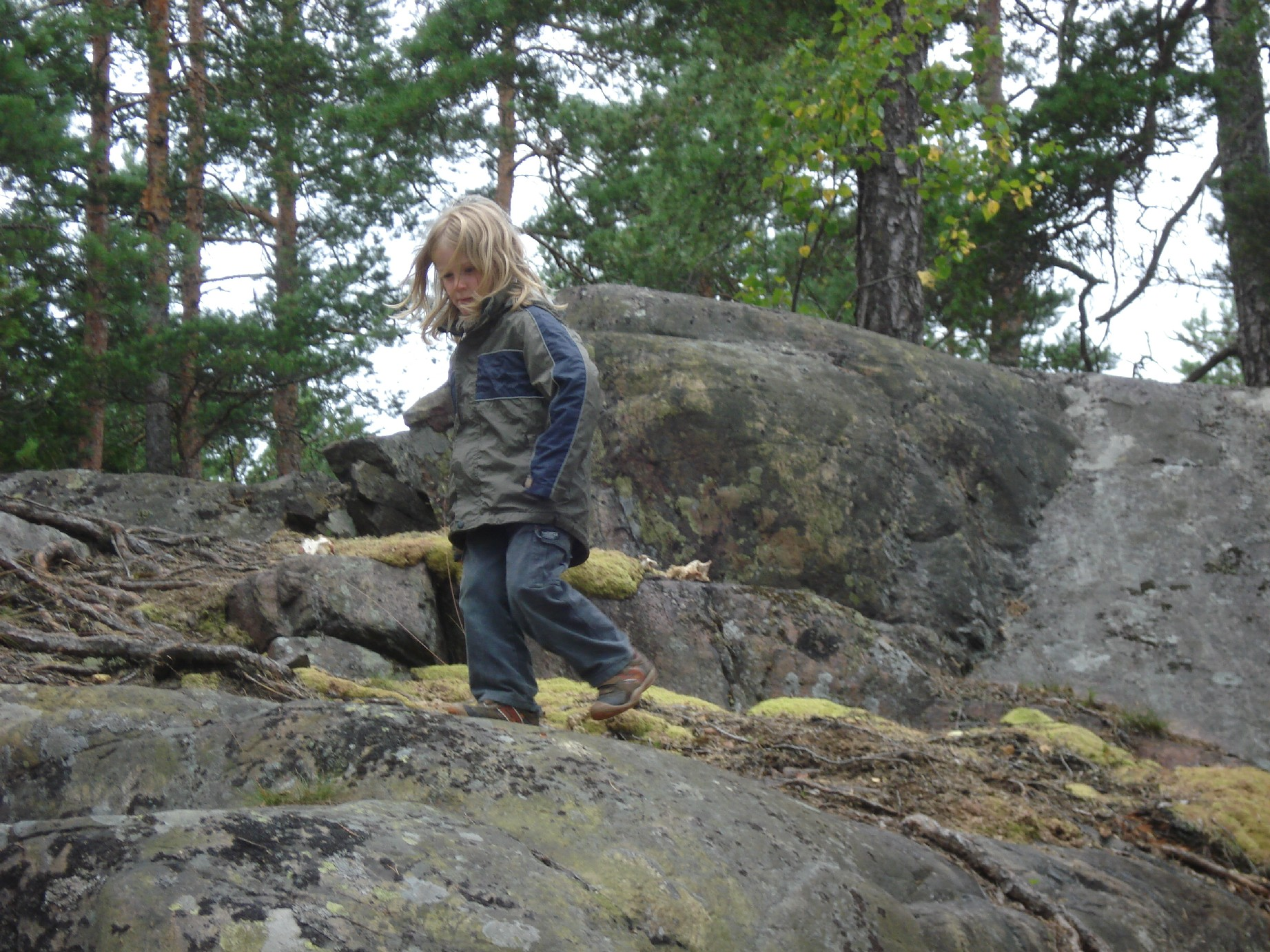 The small islands of the Archipelago are great adventure playgrounds not only for kids. (Here Silas is looking a bit grumpy because the big ones had outrun him.)