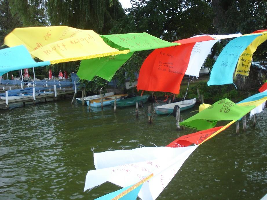 Buddhist prayer flags at Steinhuder Meer - a not so ordinary sight.