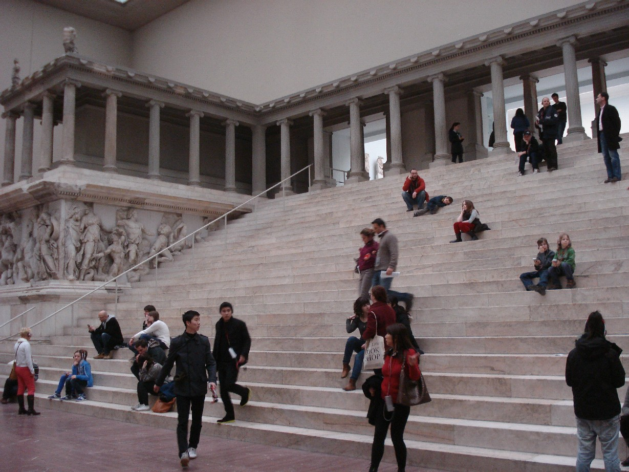 The temple of Pergamon is one of the gems of the museums on the Museum Island of Berlin. Can you spot Janis and Silas?
