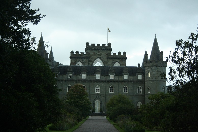 Inverary Castle looks pretty much like a fairy tale party cake, doesn't it?
