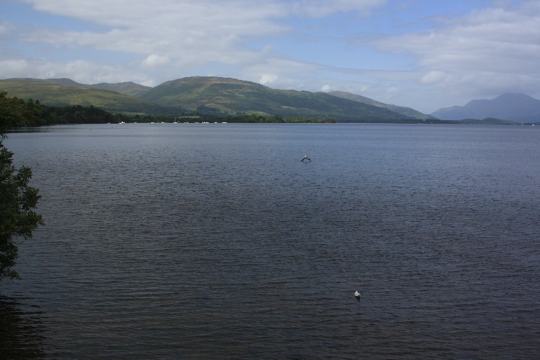 Loch Lomond is the biggest lake of Scotland. Wikipedia says it's also the most beautiful, and all the tourists piling up on the west bank seem to agree.