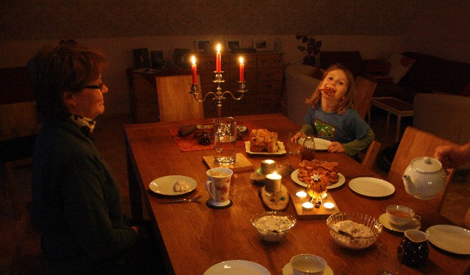 Grandma made waffles while we were away, so we had a cosy tea-time at our return.