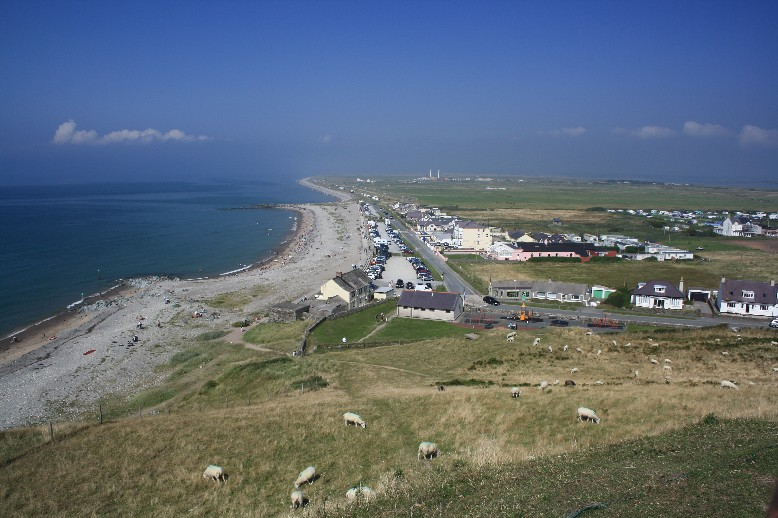Today's Dinas Dinlle is a touristly little place without much spirit, but it's a good stop on the way due to free parking and facilities.