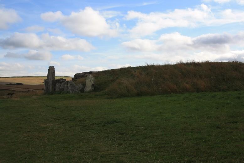 West Kennet Longbarrow ist eines der ältesten und größten Ganggräber überhaupt. (One of the oldest and biggest neolothic tombs.)