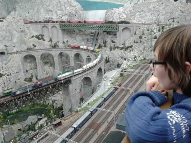 Die gigantischen Eisenbahnanlagen ließen vor allem Janis' Herz höher schlagen. (Gigantic model railways at the Miniature Wonderland in Hamburg.)