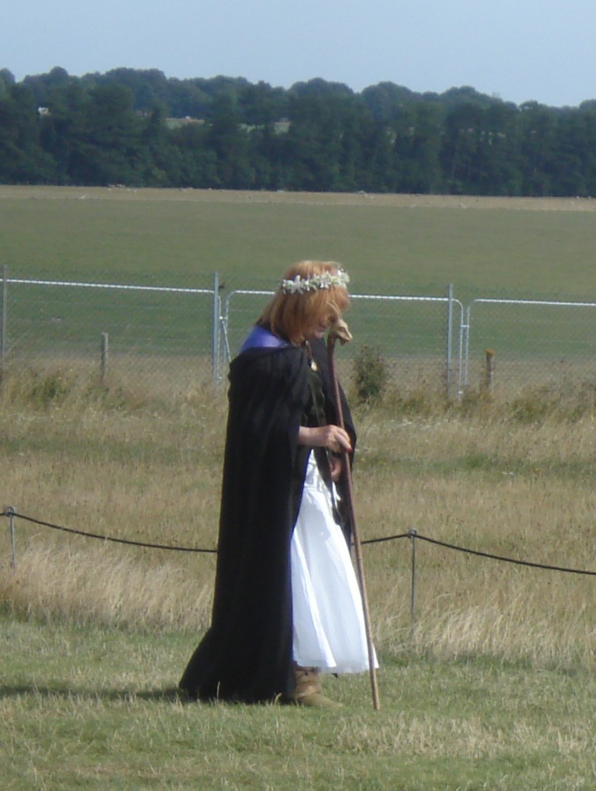 Leider habe ich nicht herausgefunden, ob diese Dame ihre Montur tatsächlich ernst nimmt. (Dressed-up tourist guide or convinced druid? Unfortunately I didn't get around to ask her.)