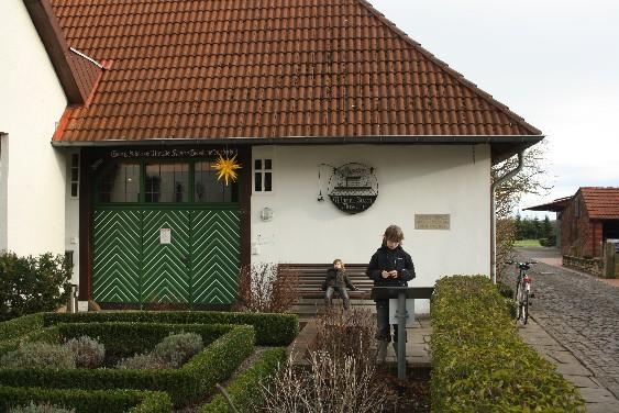 Das Wilhelm-Busch-Geburtshaus mitten in Wiedensahl beherbergt ein kleines, aber ausgeklügeltes Museum. (Wilhelm Busch's birthplace is home to a great little museum.)