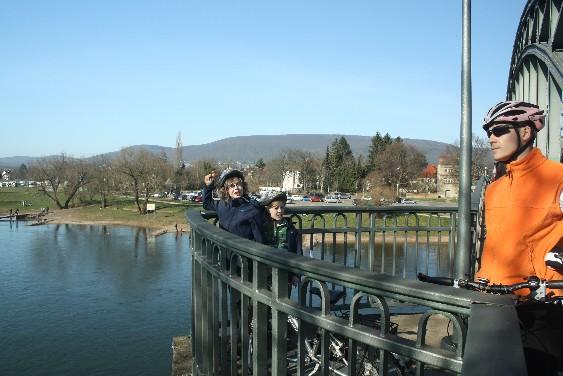 Noch schippert nichts unter der Rintelner Weserbrücke durch.