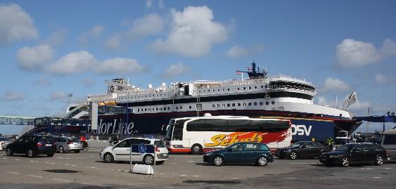 Abwicklung ohne Stress: Am Fährterminal in Hirtshals läuft alles wie am Schnürchen. (No stress at the ferry terminal in Hitshals, Denmark.)
