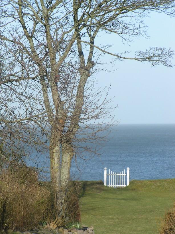 Hübsche Ausblicke aufs Meer gibt es zu jeder Jahreszeit. (Sylt has beautiful spots any time of the year.)