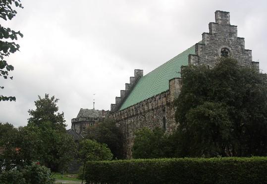 Håkons Halle, Norwegens größtes mittelalterliches Gebäude (um fair zu sein, es gehört auch noch ein Turm mit dazu, der es nicht aufs Bild geschafft hat). (Norway's biggest mediaeval building.)