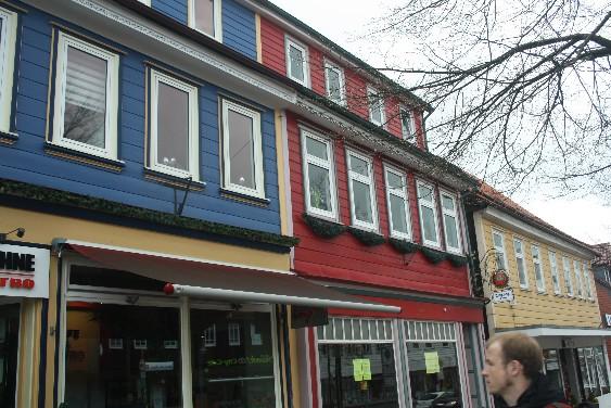 Mit seinen bunten Holzfassaden wirkt Clausthal-Zellerfeld ziemlich exotisch – und sehr hübsch. (The colourful wooden houses of the tiny town look very different from those outside of the Harz region.)