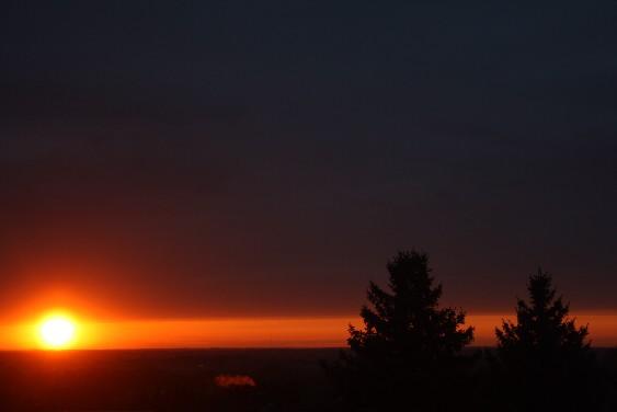 Reisen ist horizonterweiternd - aber nicht allerhellend. Der Sonnenuntergang von gestern Abend passt wunderbar zu Ringelnatz' Gedicht - und in die himmlische Sammlung der Raumfee.