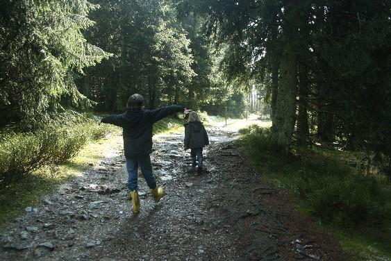 Ein Weg, der die Fantasie beflügelt, ist ein idealer Wanderweg mit Kindern.