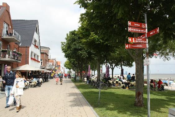 Wyk auf Föhr ist ein typischer Touristenort, besticht aber durch die direkte Nähe zum Badestrand.