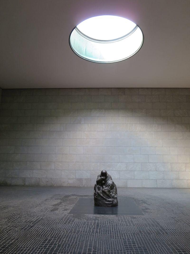 Ein Ort, der wirkt: die Neue Wache, Mahnmal für alle Opfer von Krieg und Gewaltherrschaft.