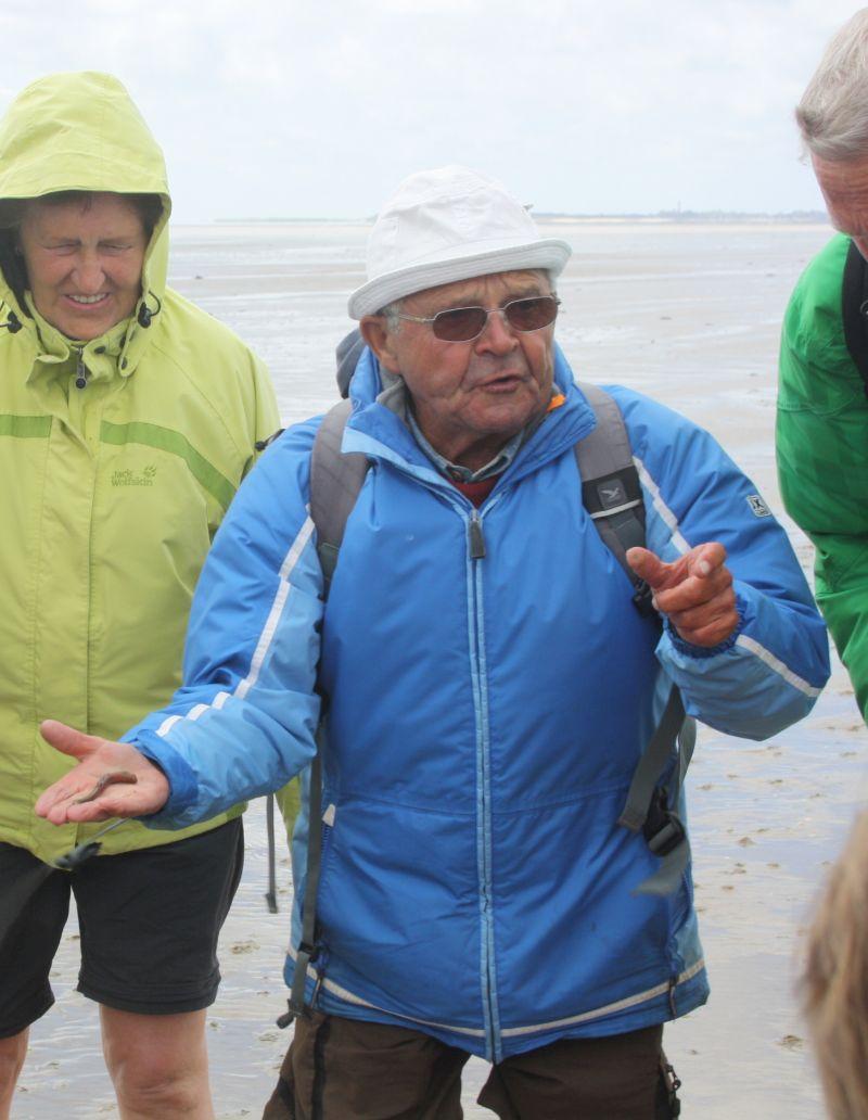 Seit rund 50 Jahren führt Heinz Jürgen Fischer Urlauber ins Watt.