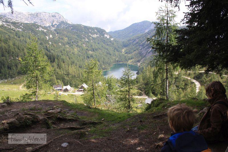 Wendepunkt unserer Mini-Almwanderung an der schönen Aussicht auf den Steirersee.
