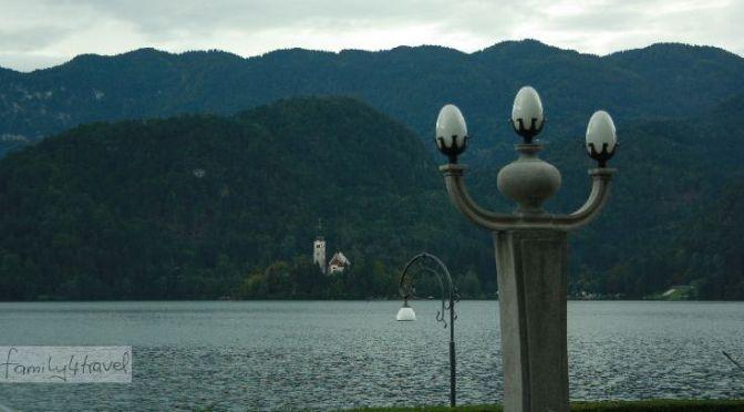 Bleder See: Kristallklares Wasser, wildromantisches Panorama und hochkalorischer Kuchen