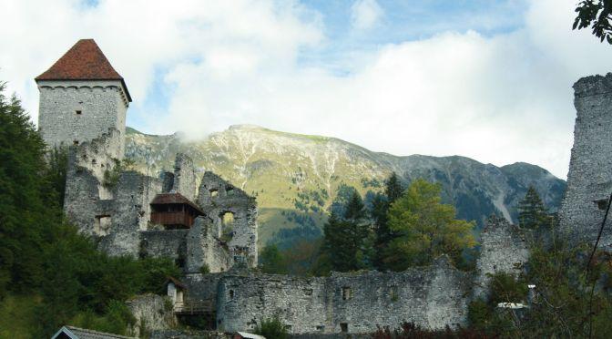 Ländliches Slowenien: Burg Kamen und die Tür mit dem Herzchen