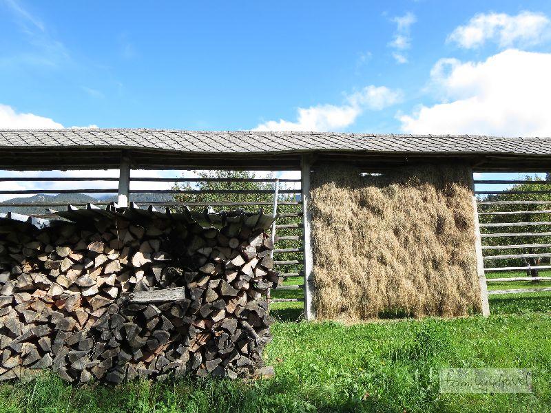 """Noch typischer für Slowenien: die """"Heu-Regale""""."""