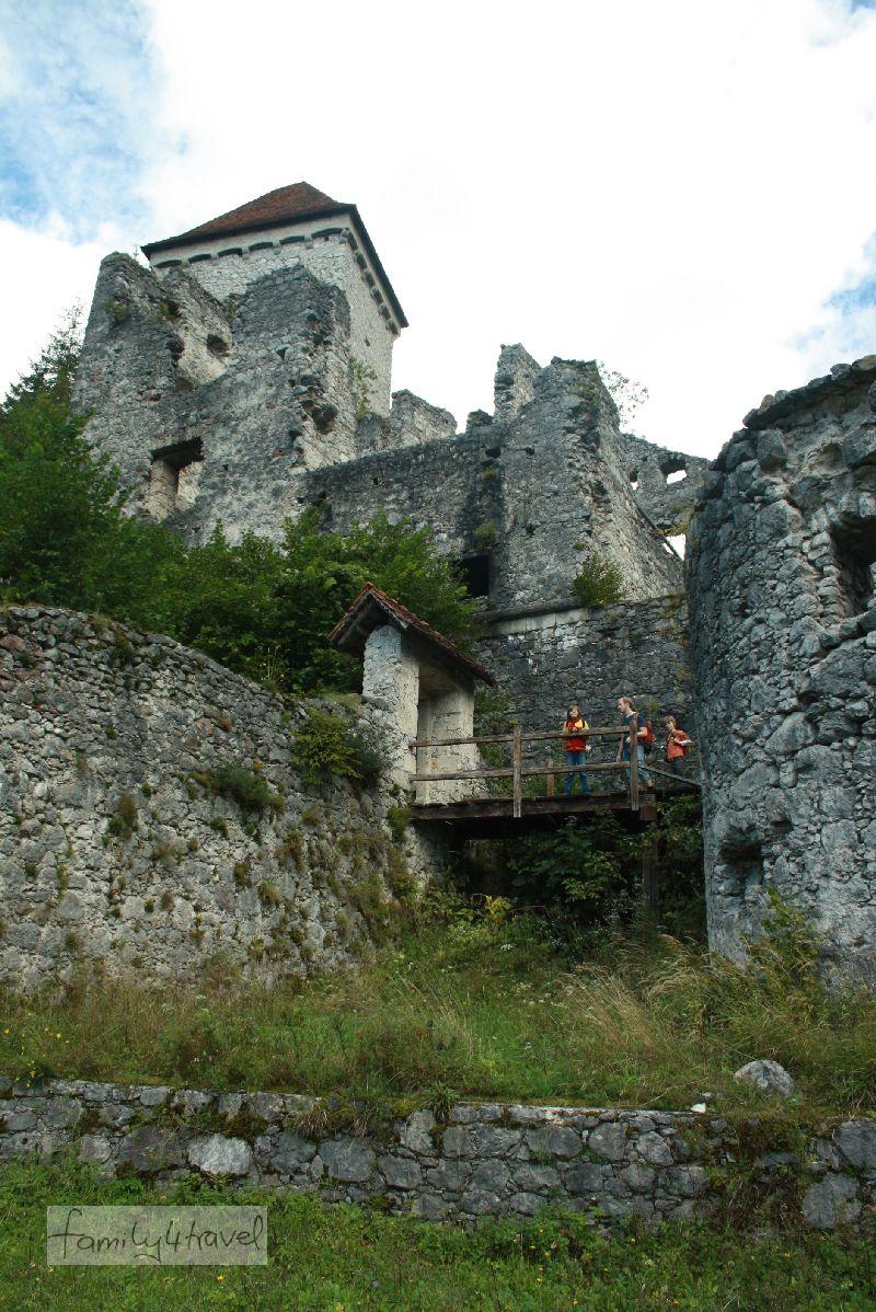 Wildromantisch: Die Burgruine Kamen ist ein Abenteuer.