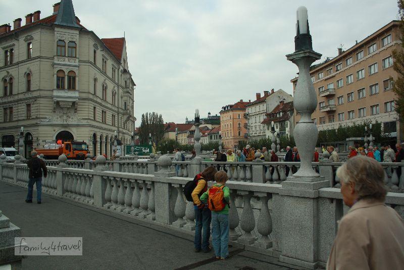 Drei Brücken nebeneinander: Ljubljanas Wahrzeichen.