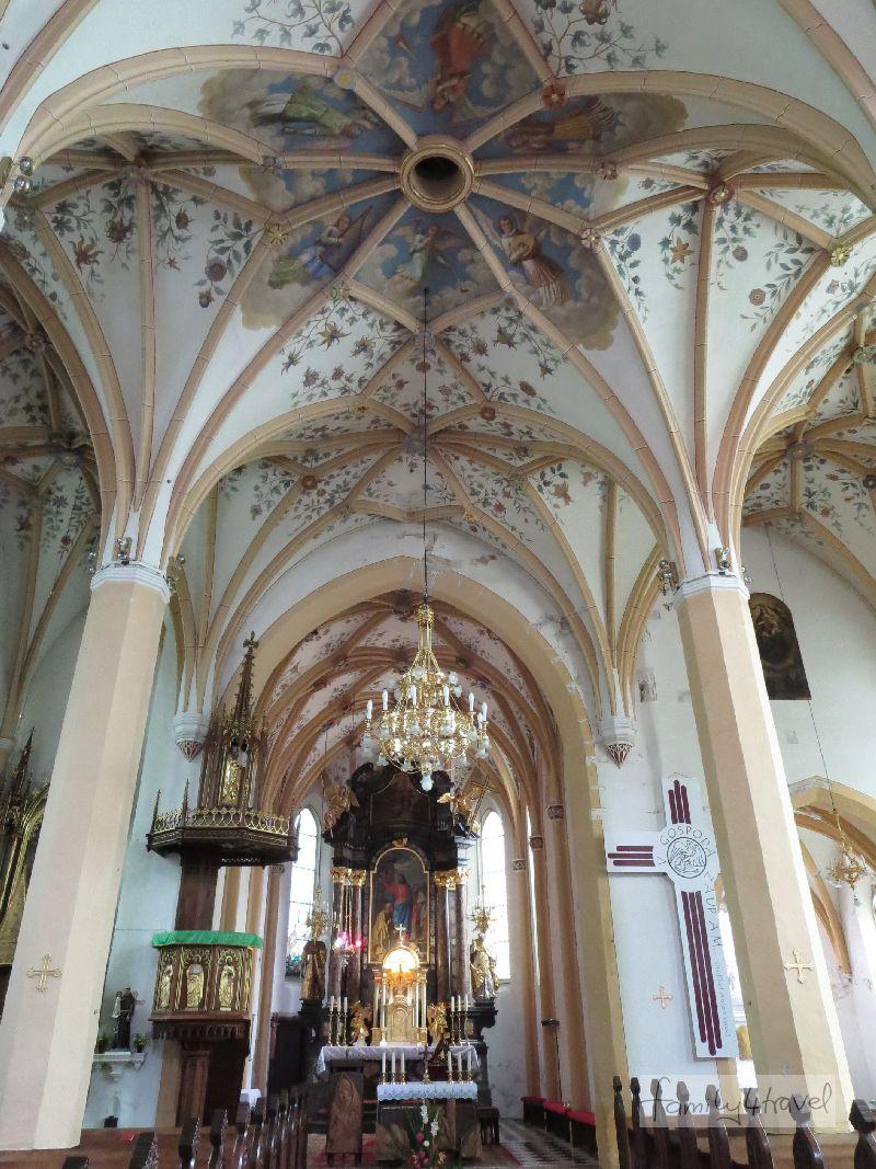 Fast wie zu Hause und doch an allen Ecken und Enden ein bisschen anders: Kirchen im Ausland zu besichtigen, kann durchaus spannend sein.