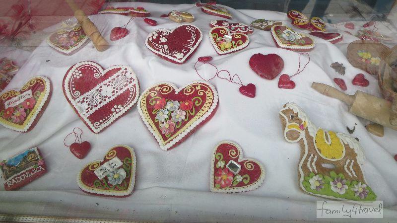 Die bunten Lebkuchenherzen aus Radovlica sind ein beliebtes Slowenien-Souvenir.