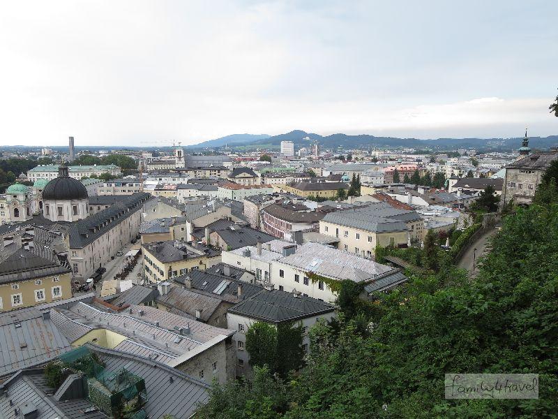 Der Blick auf die ruhigere Salzburg-Seite mit dem Mirabellengarten.