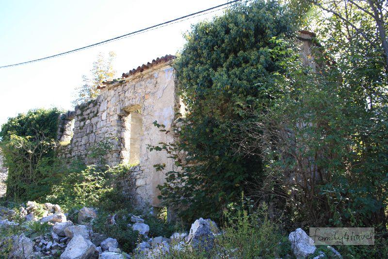kroatien-istrien-norden-ruine