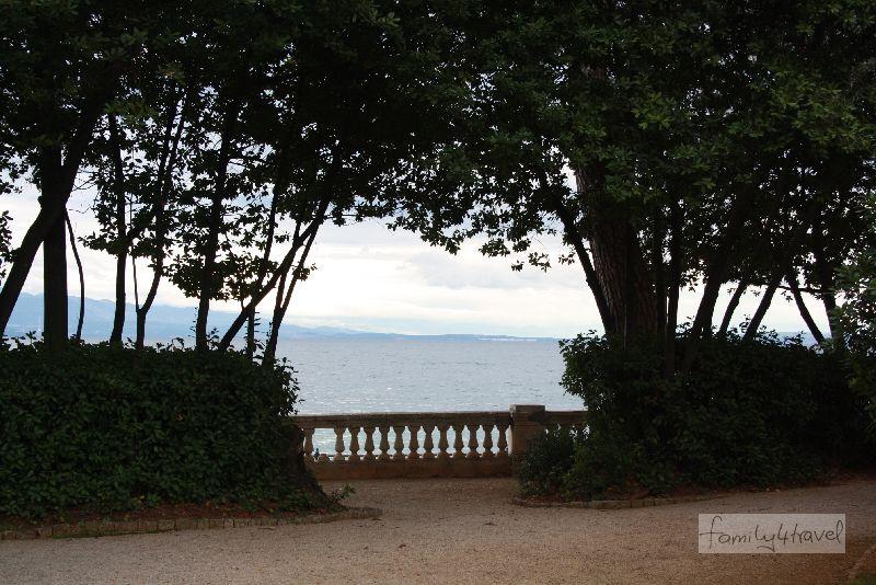 Der Kurpark direkt am Meer macht Opatija besonders charmant.