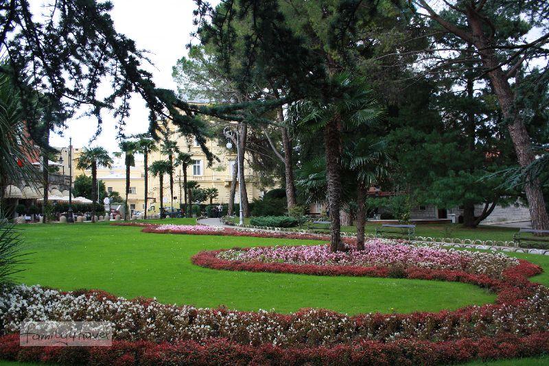 Die weitläufigen Parkanlagen direkt am Meer haben Opatija bei den Reichen und Schönen beliebt gemacht.
