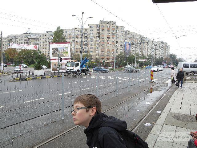 Kommt hier eine Straßenbahn? Die Orientierung in Bukarests Nahverkehr ist zumindest in den Außenbezirken... schwierig.