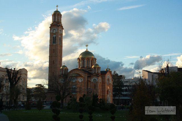 Die nach dem Krieg frisch neuerrichtete serbisch-orthodoxe Erlöser-Kirche von Banja Luka.