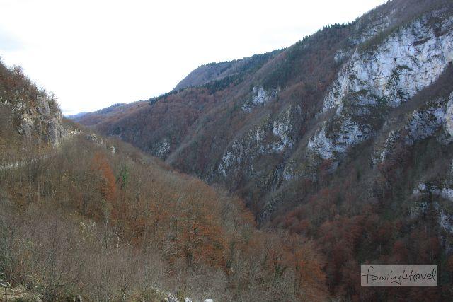 An der Grenze zwischen der Föderation Bosnien-Herzgovina und der Republik Srpskia liegt die Schlucht über dem Fluss Ugar - sieht auf unprofessionellen Fotos leider nicht halb so spektakulär aus wie in echt.