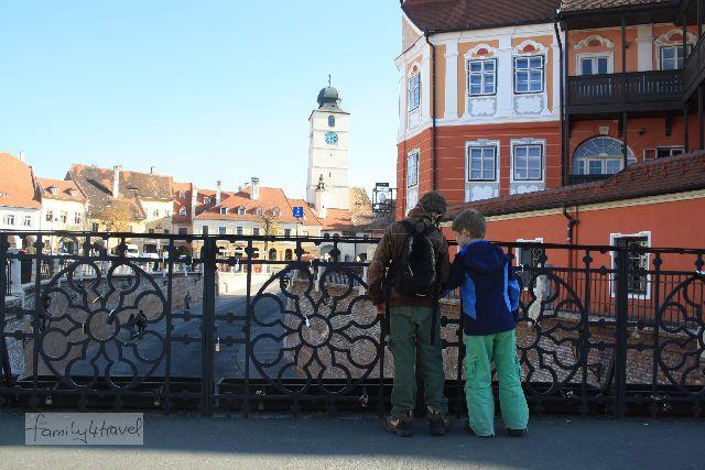 """Von der """"Lügenbrücke"""" hat man einen schönen Ausblick auf den kleineren der beiden Marktplätze von Sibiu. Warum sie so heißt und etliche andere Schwänke aus der Stadtgeschichte erzähle ich, wenn ich mehr Zeit habe."""
