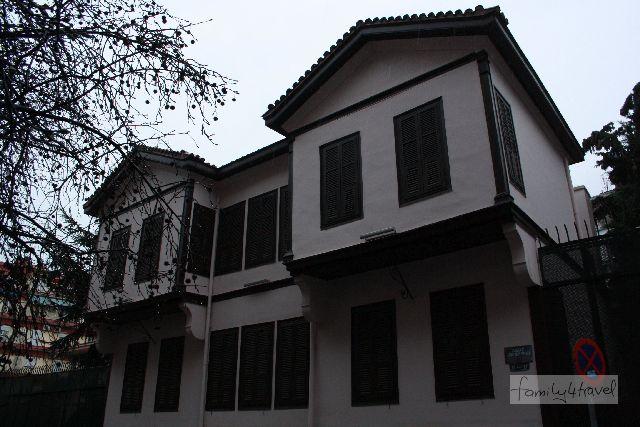 Das Geburtshaus von Mustafa Kemal Atatürk (ohne Sicherheitspersonal, das stand erst unten an der Ecke).