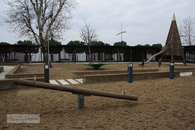 Und Spielplätze gibt es natürlich auch. Der hier befindet sich an der Uferpromenade.